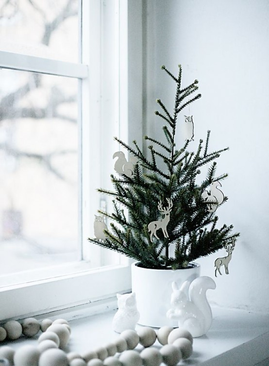 space-saving-christmas-trees-for-small-spaces-8-554x754
